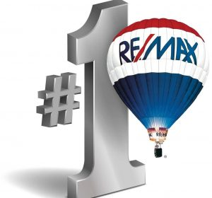 Remax Awarding Realtor Lotus Yuen
